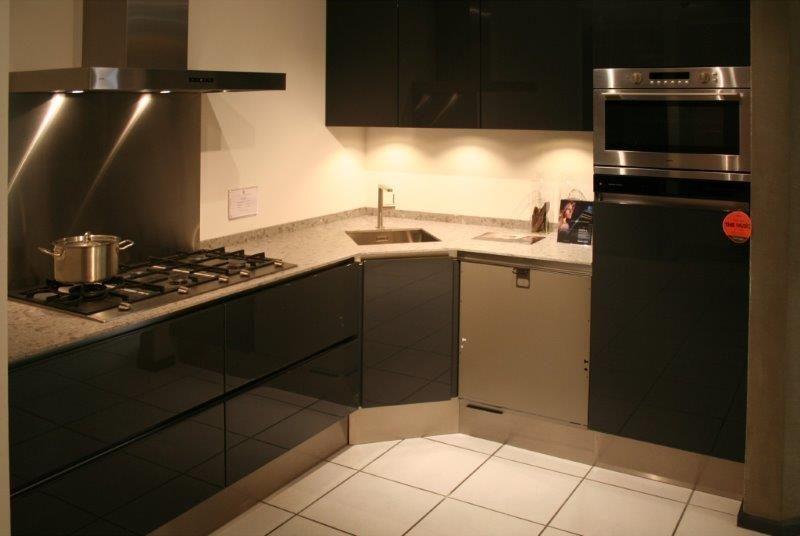 Showroomkeukens alle showroomkeuken aanbiedingen uit nederland keukens voor zeer lage keuken - Kleine hoekkeuken ...
