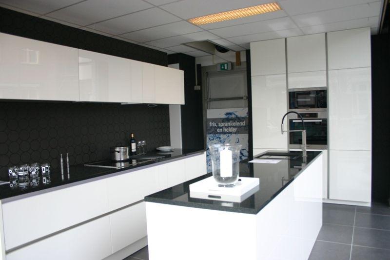 Witte Hoogglans Greeploze Keuken: Witte keuken rvs blad acties en ...