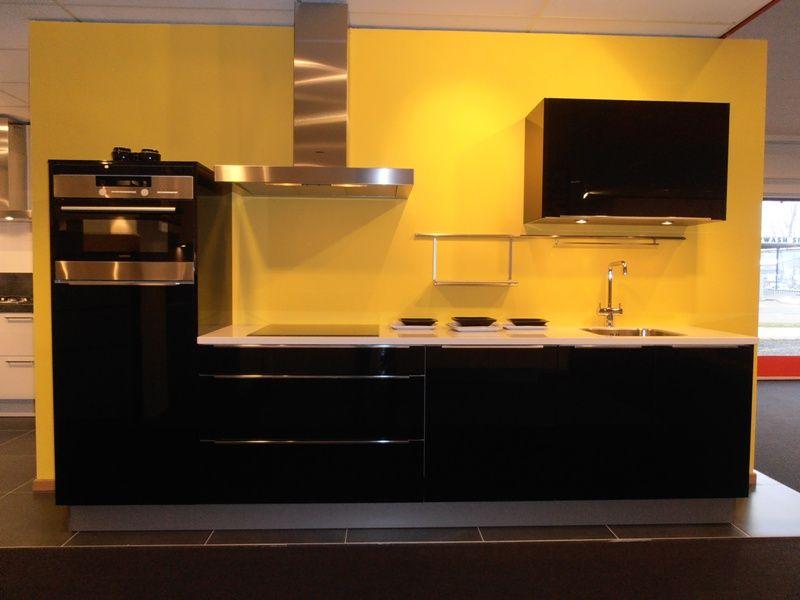 Hoogglans Keuken Zwart : Showroomkeukens alle showroomkeuken aanbiedingen uit nederland