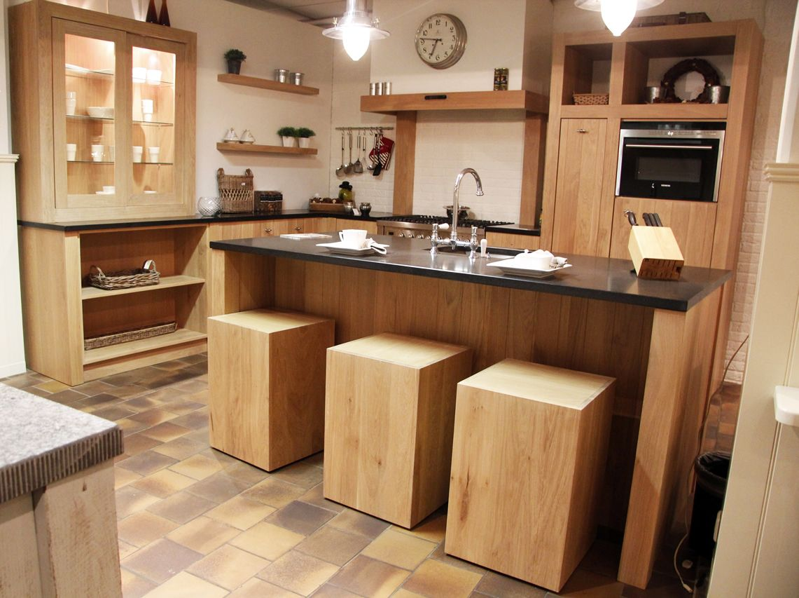 Keuken Kookeiland Showroom : zeer lage keuken prijzen Massief eiken keuken met kookeiland [50106