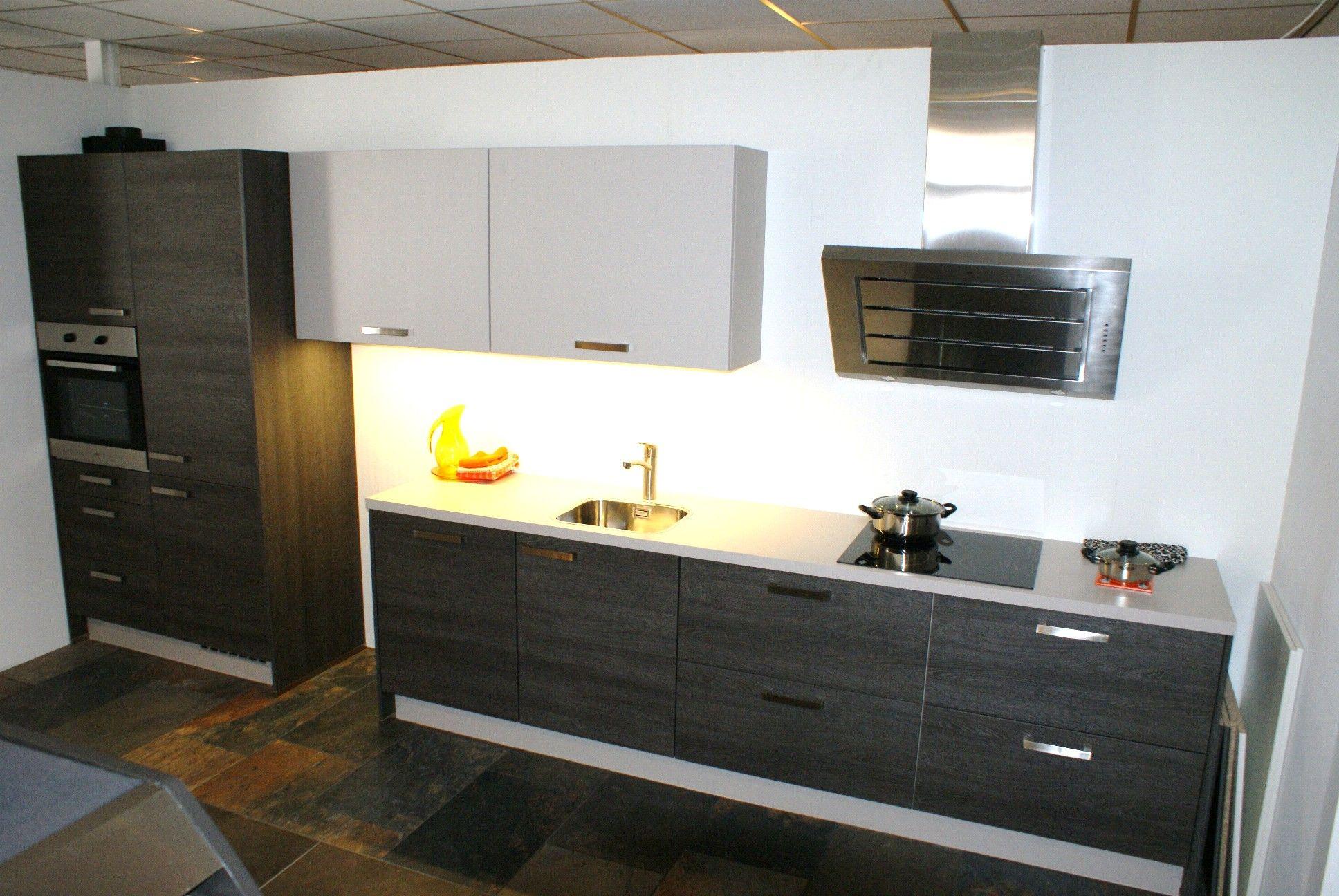 Keuken Strak Modern : keukens voor zeer lage keuken prijzen Vivari modern [50087