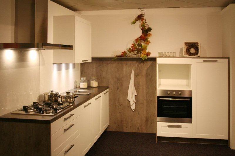 ... keukens voor zeer lage keuken prijzen  Rechte keuken met kastenwand
