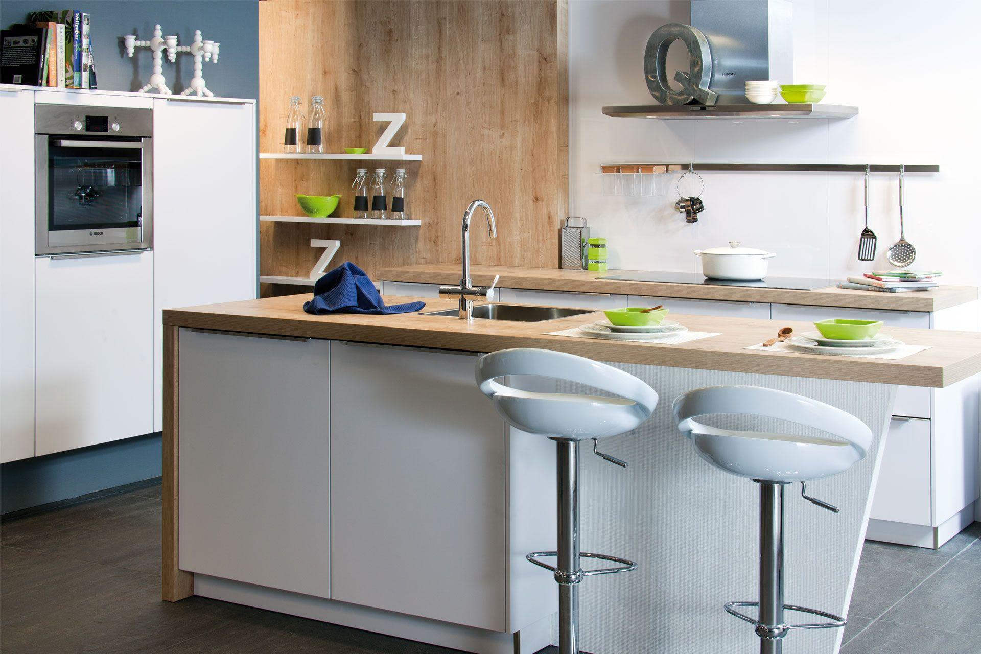 Afmetingen Keuken Met Eiland : keuken met eiland 48768 mat gelakte keuken met eiland van hacker met