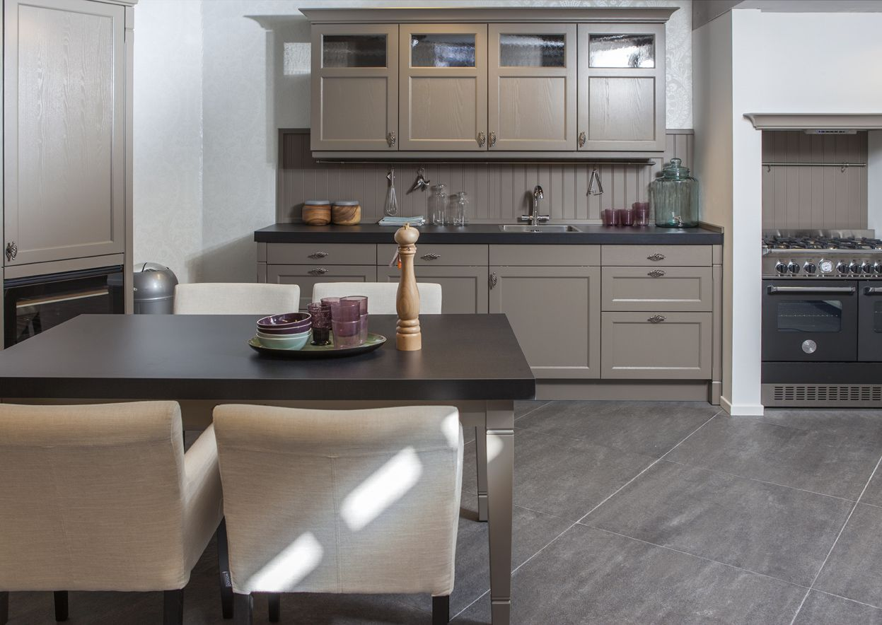 Apothekerskast Keuken Afmetingen : keukens voor zeer lage keuken prijzen Essenhout gelakte keuken met