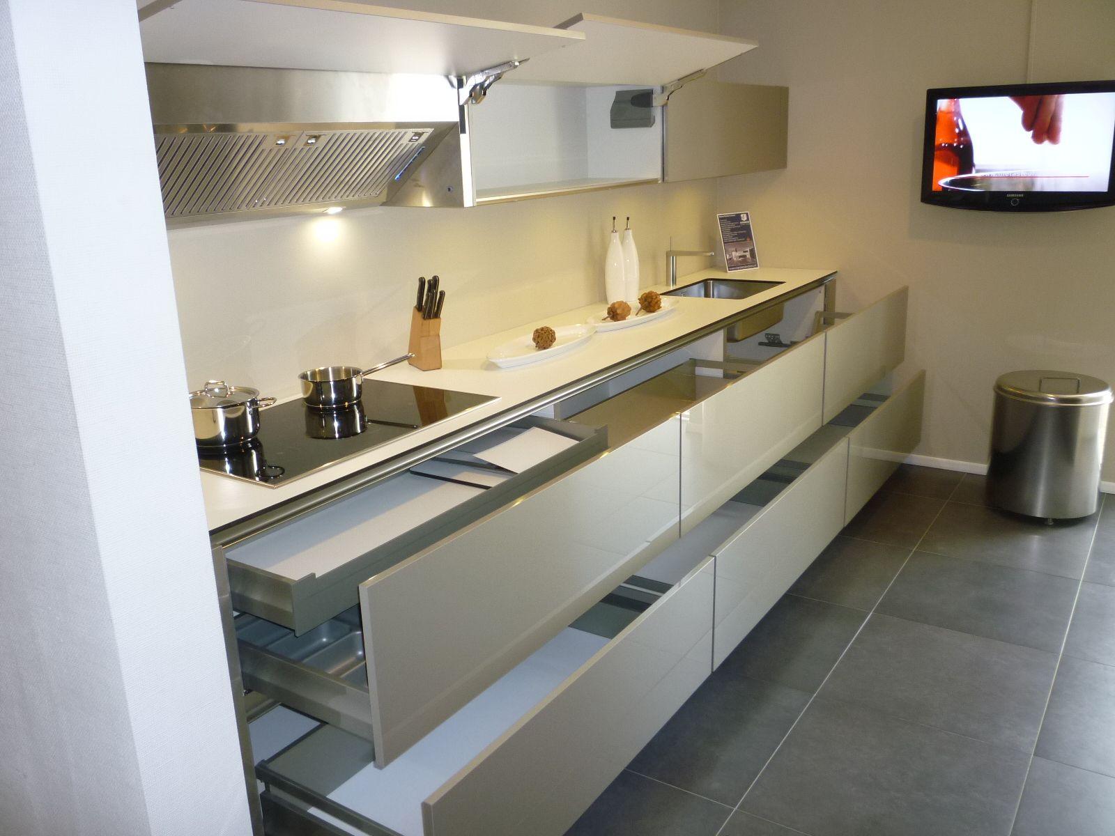 Witte Hoogglans Greeploze Keuken: Greeploze keuken ikea atumre ...