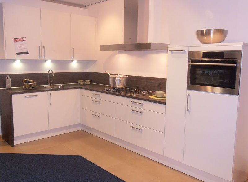 Witte keuken mat of hoogglans - Keuken witte lak ...