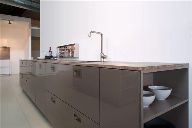 Kastenwand Keuken Showroom : keuken prijzen Hoogglans keuken met kastenwand cacao 10.3 [50985