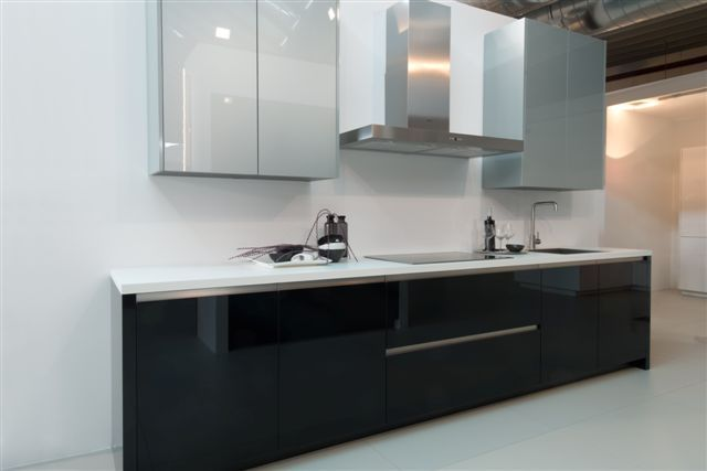 Keuken Kastenwand Met Nis : Rvs Keuken Wit Zwart En Hout Krijgt Nog Meer Karakter Met Een Pictures