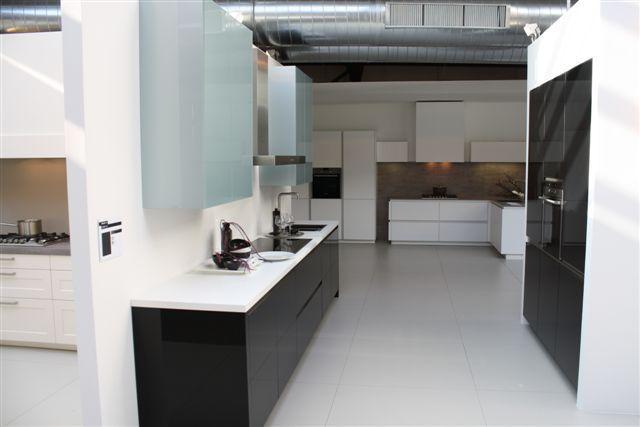 Kastenwand Keuken Showroom : keukens voor zeer lage keuken prijzen Rechte keuken met kastenwand