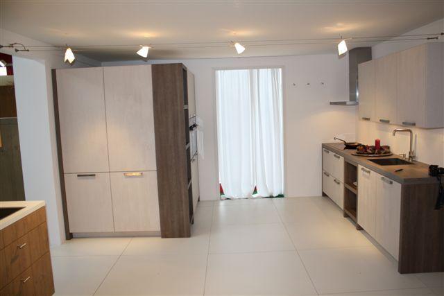 ... lage keuken prijzen  Keuken houtfineer met kastenwand 18.3 [50993