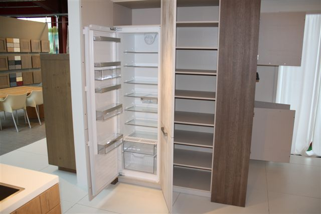 Kastenwand Keuken Showroom : lage keuken prijzen Keuken houtfineer met kastenwand 18.3 [50993