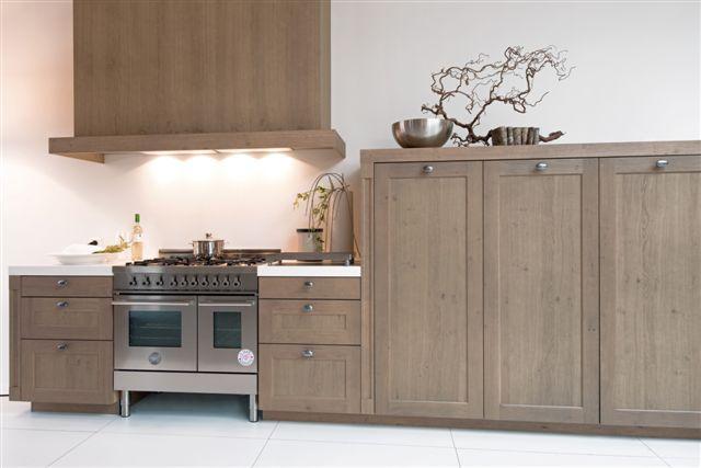 Kastenwand Keuken Showroom : keuken prijzen Landelijke houten keuken met kastenwand 19.3 [50994
