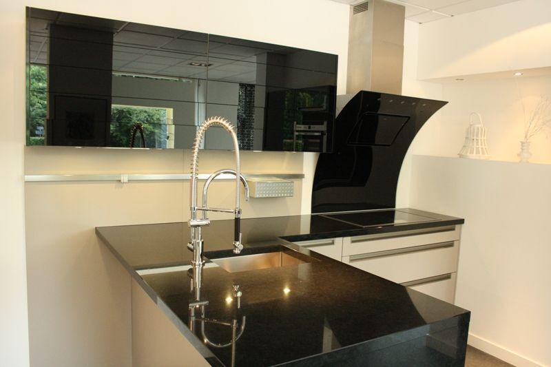 Keuken Moderne Bar : Showroomkeukens alle showroomkeuken aanbiedingen uit nederland
