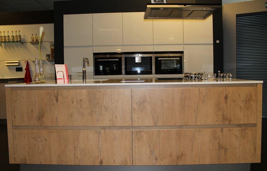 Keuken Kastenwand Hout : zeer lage keuken prijzen design greeploos hoogglans & hout [43848