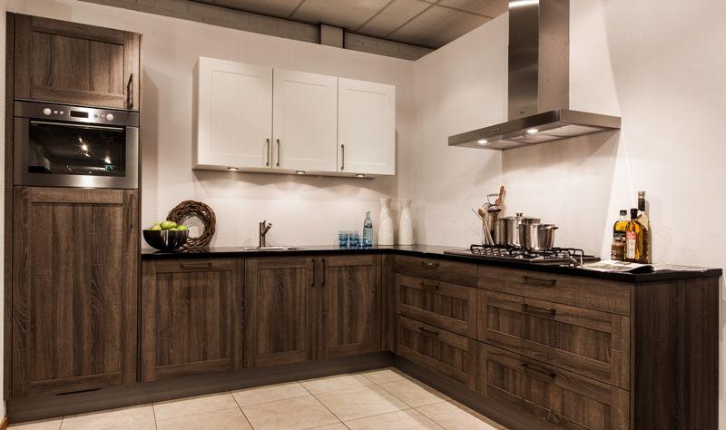Landelijk Hoek Keuken : Showroomkeukens alle showroomkeuken aanbiedingen uit nederland