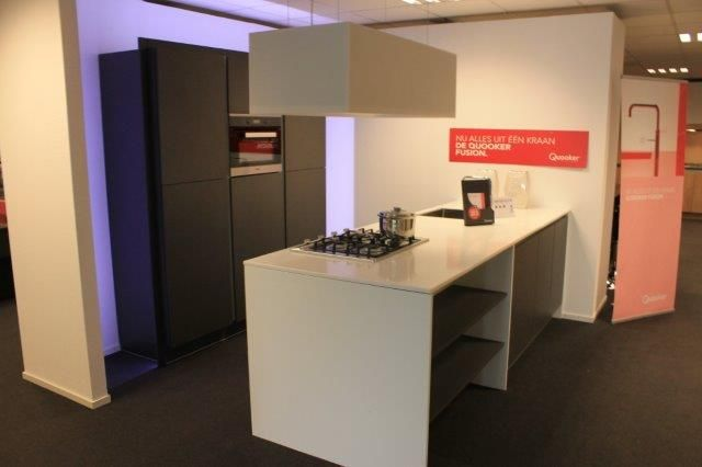Showroomkeukens alle showroomkeuken aanbiedingen uit nederland keukens voor zeer lage keuken - Donkergrijs werkblad ...
