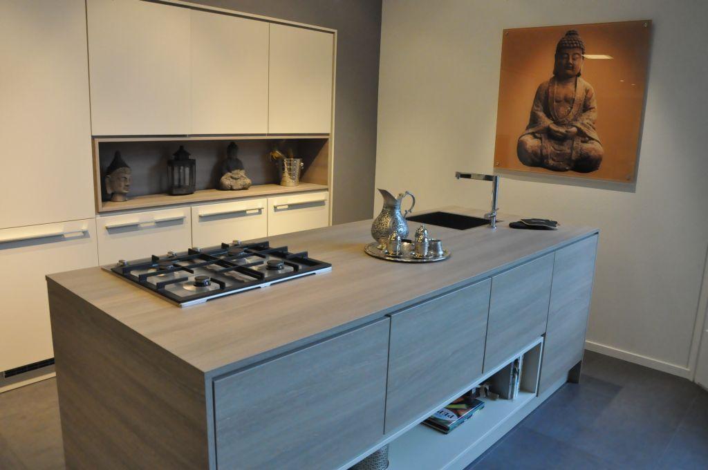 Showroomkeukens alle showroomkeuken aanbiedingen uit nederland keukens voor zeer lage keuken for Keuken eiland met eethoek