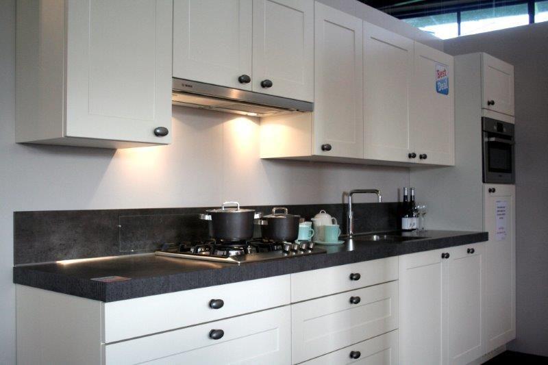 Keukens Rechte Opstelling : Showroomkeukens Alle Showroomkeuken aanbiedingen uit