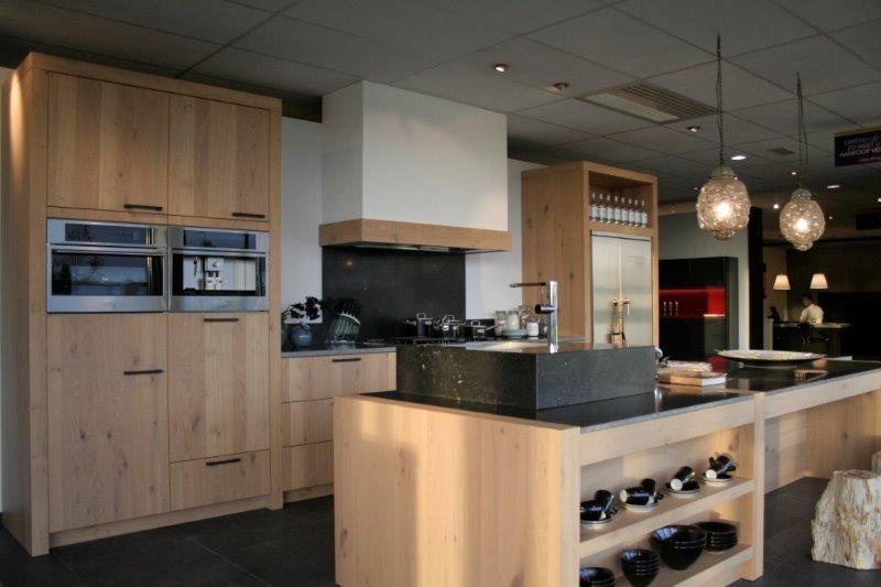 Werkblad Keuken Hout : keukens voor zeer lage keuken prijzen Salvani massief houten keuken