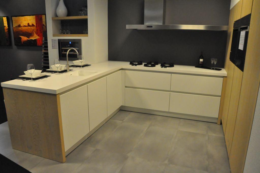 Moderne U Keukens : Showroomkeukens alle showroomkeuken aanbiedingen uit nederland