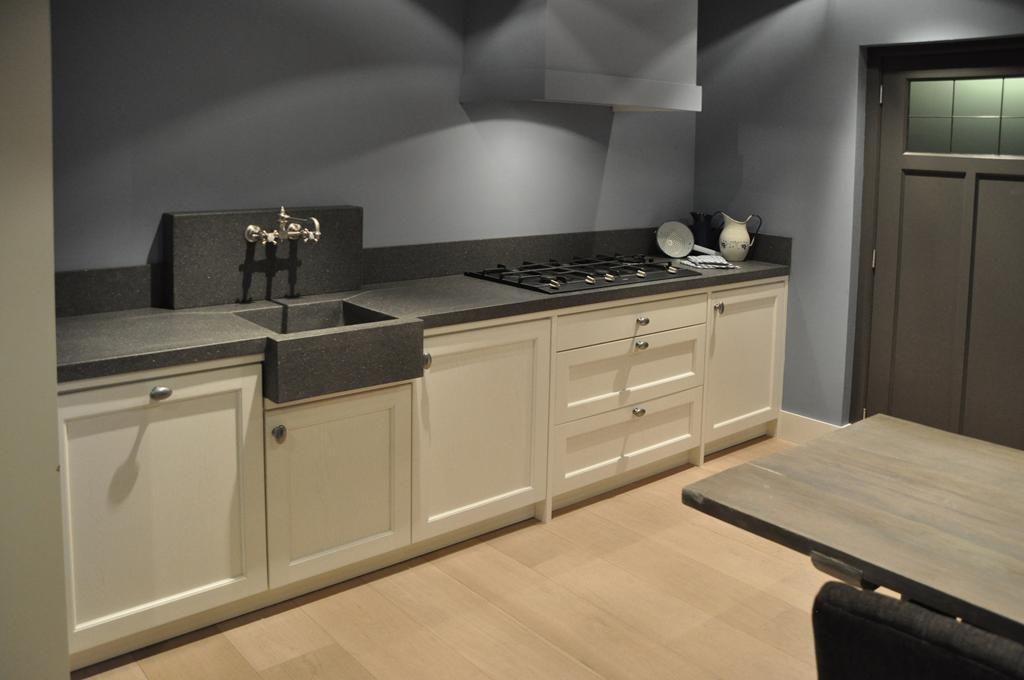 Zwart witte brugman l vormige keuken interieur inrichting