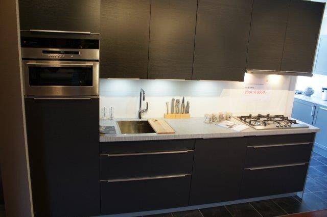 ... keukens voor zeer lage keuken prijzen  Antraciet grijze hout keuken