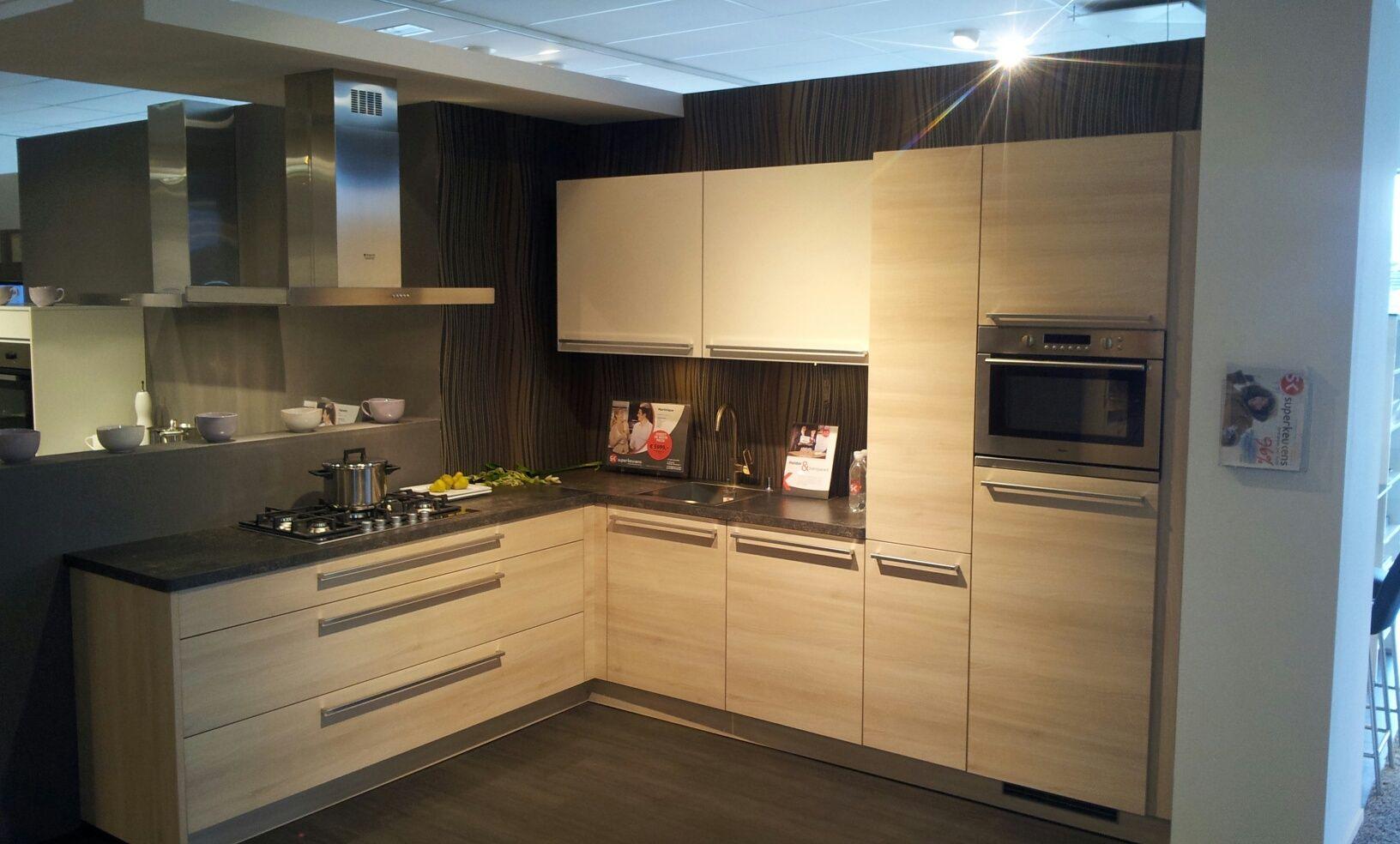 Apothekerskast Keuken Afmetingen : keukens voor zeer lage keuken prijzen Hoek keuken Martinique [53035