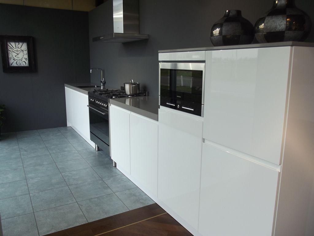 Zwart Keuken Fornuis : Showroomkeukens alle showroomkeuken aanbiedingen uit nederland