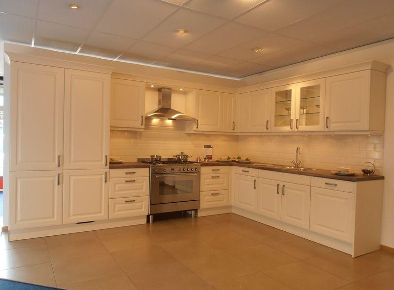 Keuken Kleur Magnolia : lage keuken prijzen Klassieke keuken in kleur magnolia mat [50640