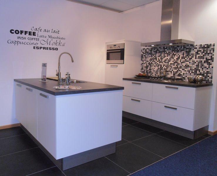 Compacte Keuken Met Eiland : keukens voor zeer lage keuken prijzen Compacte eilandkeuken in