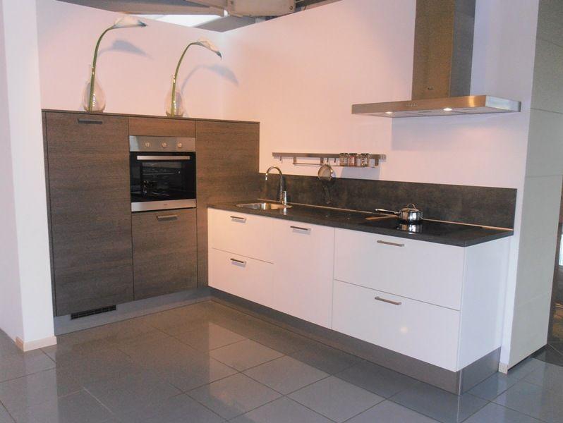 Compacte Keuken Met Eiland : keuken prijzen Compacte hoekkeuken in eiken met wit hoogglans [53706