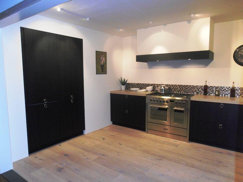 Keuken Eiken Zwart : Showroomkeukens alle showroomkeuken aanbiedingen uit nederland
