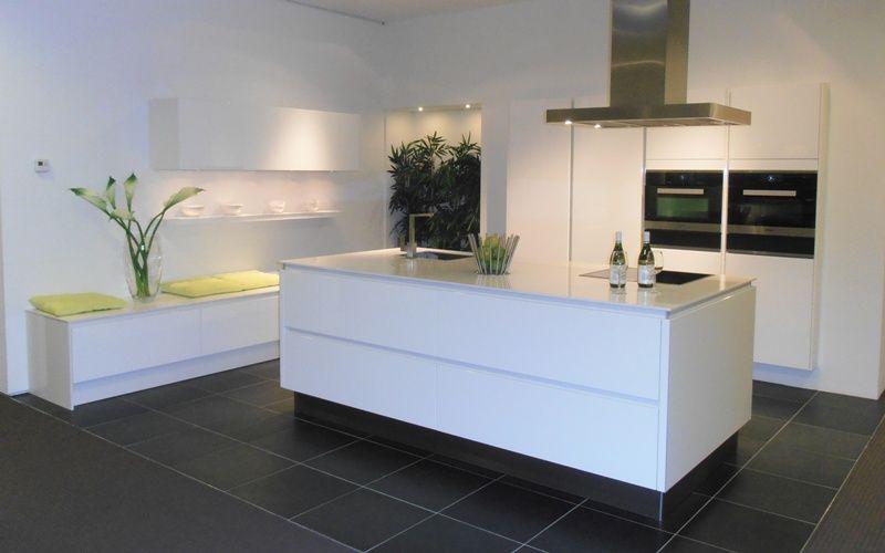 Witte lak keuken: witte keuken met eiken white wash de ombouw van ...