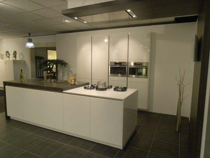 ... keukens voor zeer lage keuken prijzen  Wit gelakte greeploze design