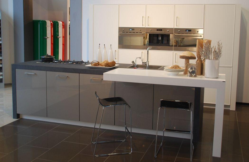Showroom eiland keukens keukens schmidt siematic puur mk collectie keuken prijzen mooie - Centrale eiland prijzen ...
