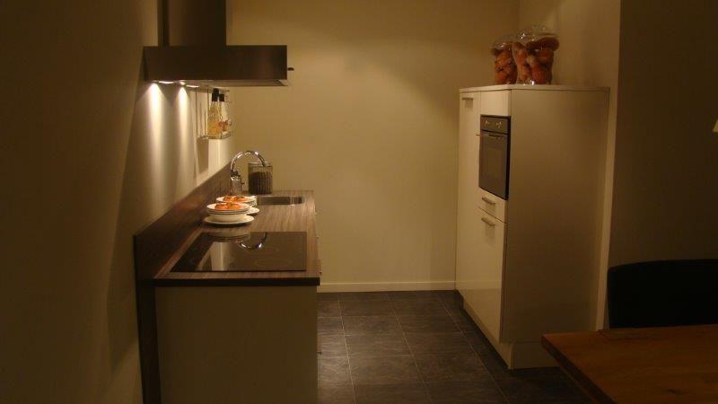 Afmetingen Keuken Onderkasten : keukens voor zeer lage keuken prijzen Compacte hoogglanzende keuken