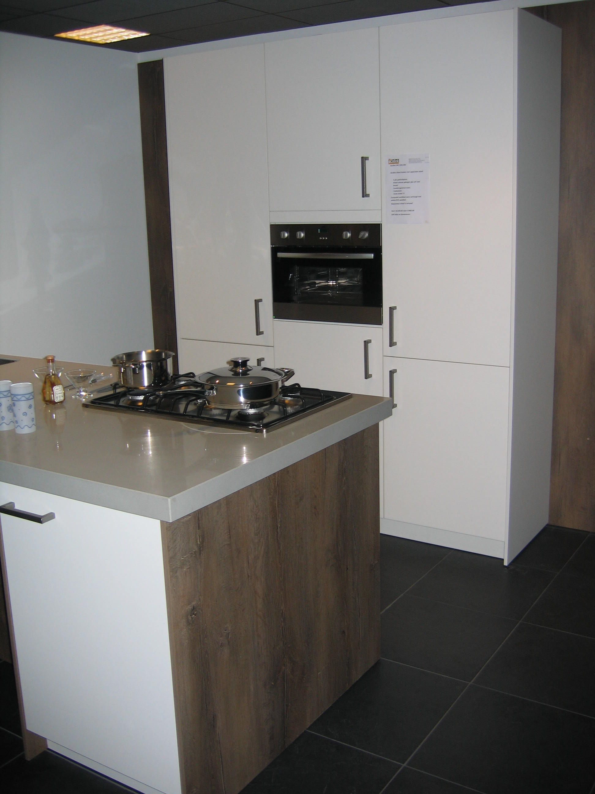 Moderne Keuken Eiland: Keukens voor zeer lage keuken prijzen ...
