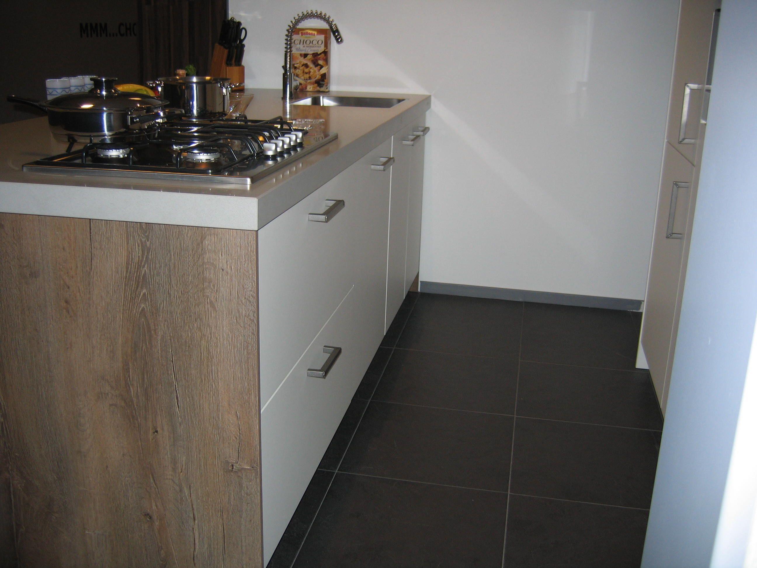 Keuken Strak Modern : Keuken Modern Strak : keukens voor zeer lage keuken prijzen Modern