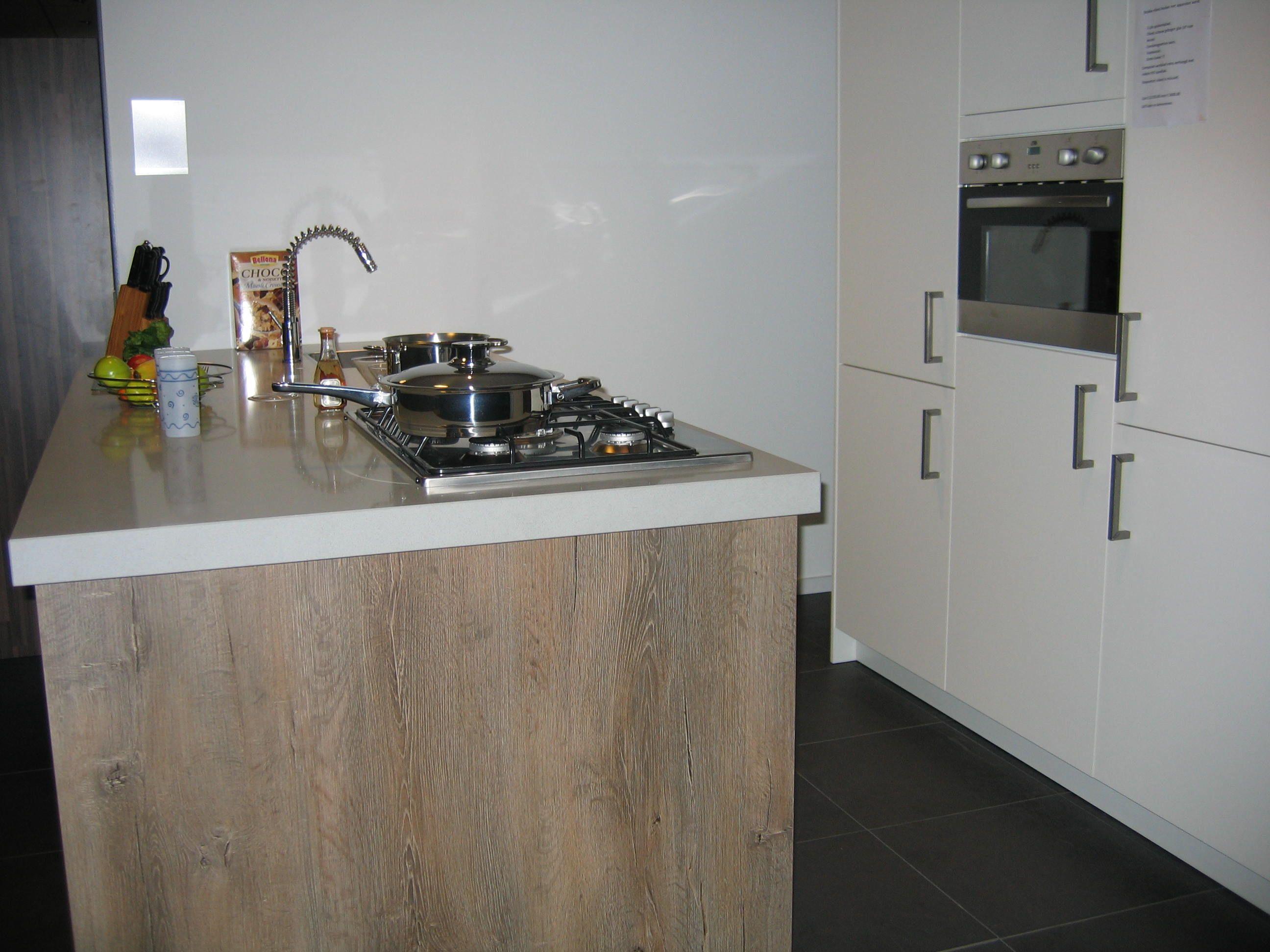 Moderne Keuken Kleur : Keukens voor zeer lage keuken prijzen modern ...