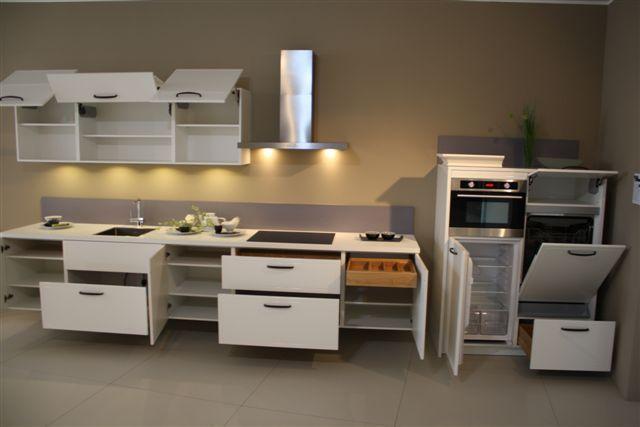 Showroomkeukens Alle Showroomkeuken Aanbiedingen Uit Nederland Keukens Voor Zeer Lage Keuken Prijzen Witte Keuken Met Hangkasten 17 4 51012