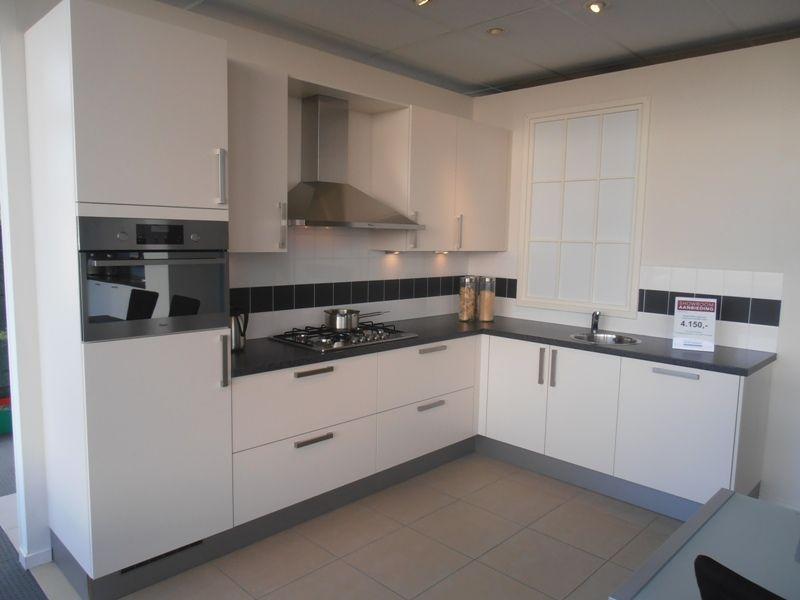 Rechte keuken magnoliawit beste inspiratie voor huis ontwerp - Keuken kleur ...