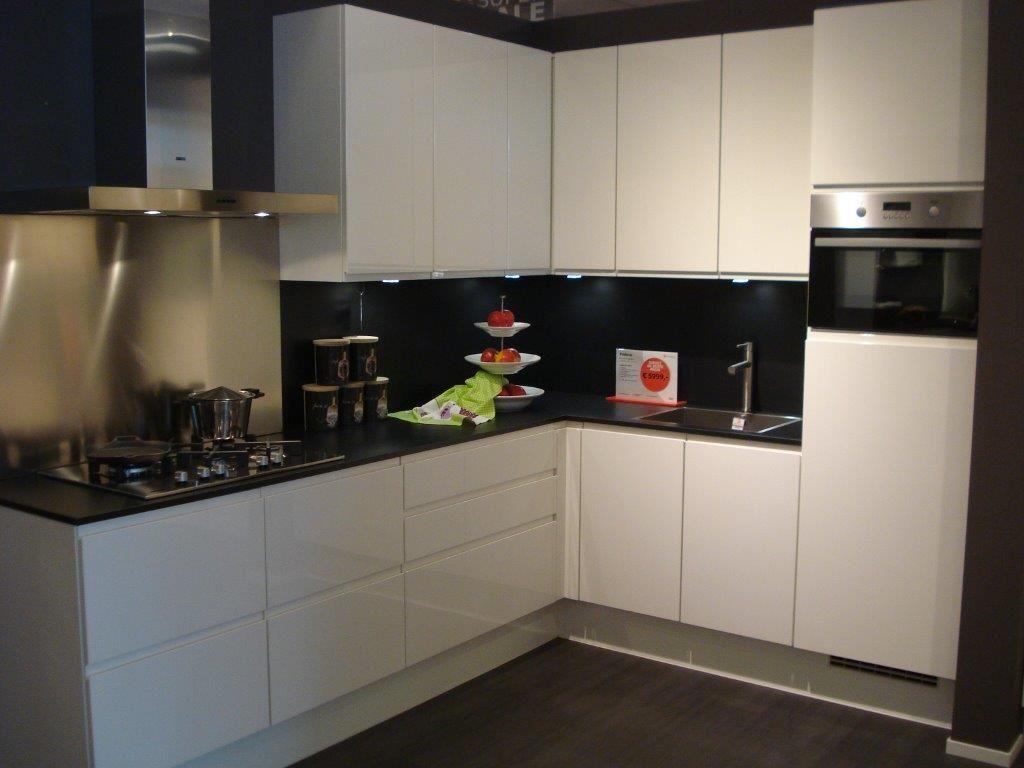 Keukens Hoogglans Wit Gelakte : ... keukens voor zeer lage keuken ...