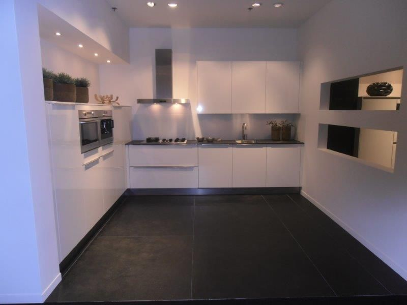 ... keukens voor zeer lage keuken prijzen  Witte hoogglans keuken met