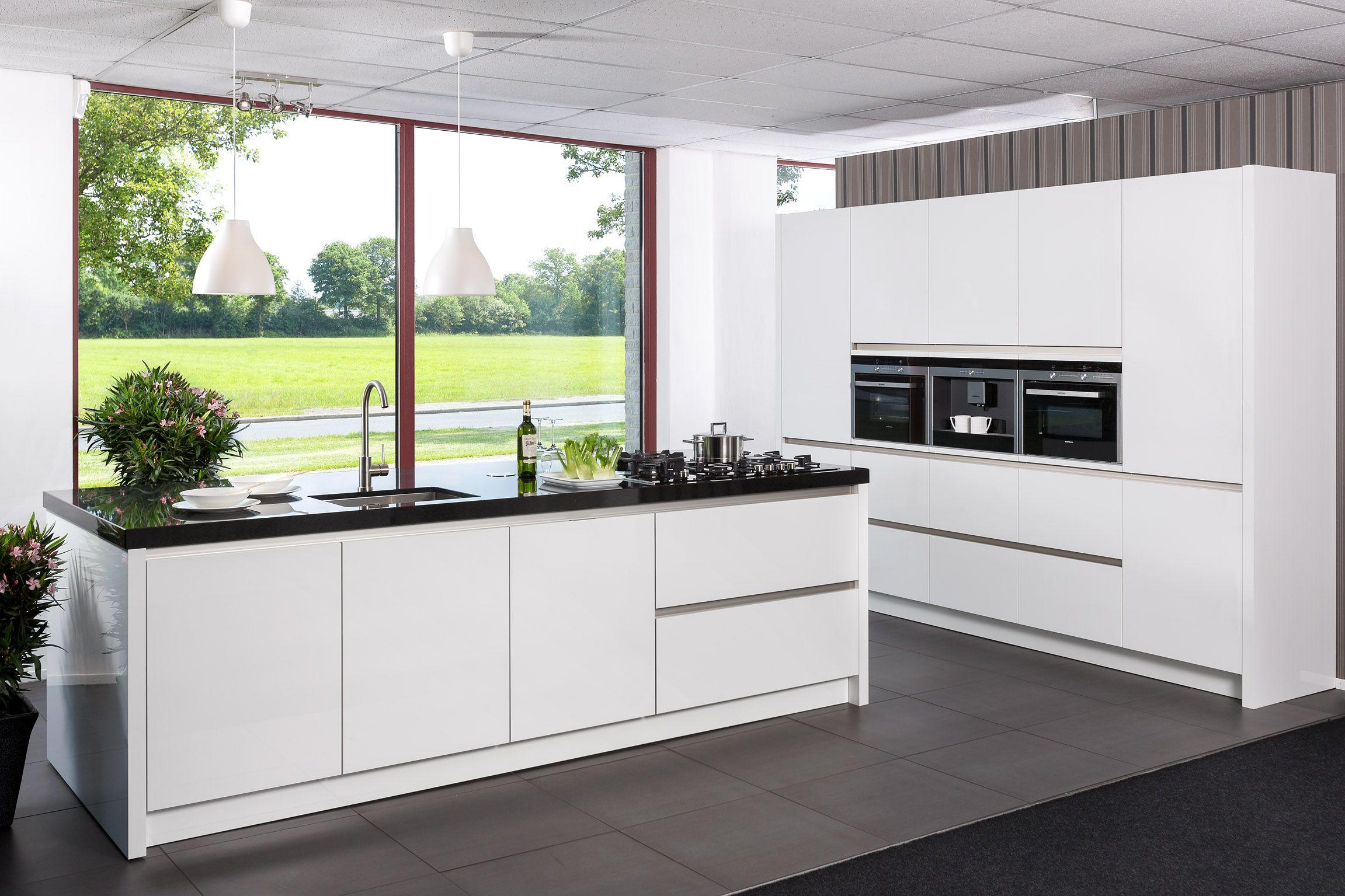 Keuken Plint Hoek : keukens voor zeer lage keuken prijzen GREEPLOZE SIEMENS EILAND