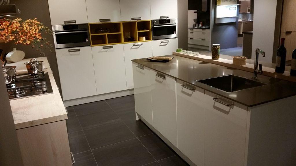 Keuken Met Kastenwand : Keuken kastenwand download rechte met keukens ...
