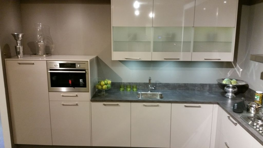 ... keukens voor zeer lage keuken prijzen  Fraaie moderne keuken in L