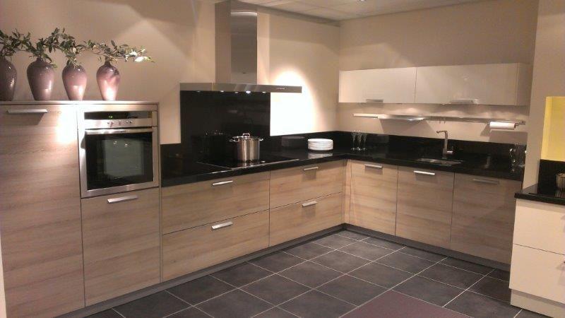Showroomkeukens alle showroomkeuken aanbiedingen uit nederland keukens voor zeer lage keuken - Granieten werkblad keuken ...