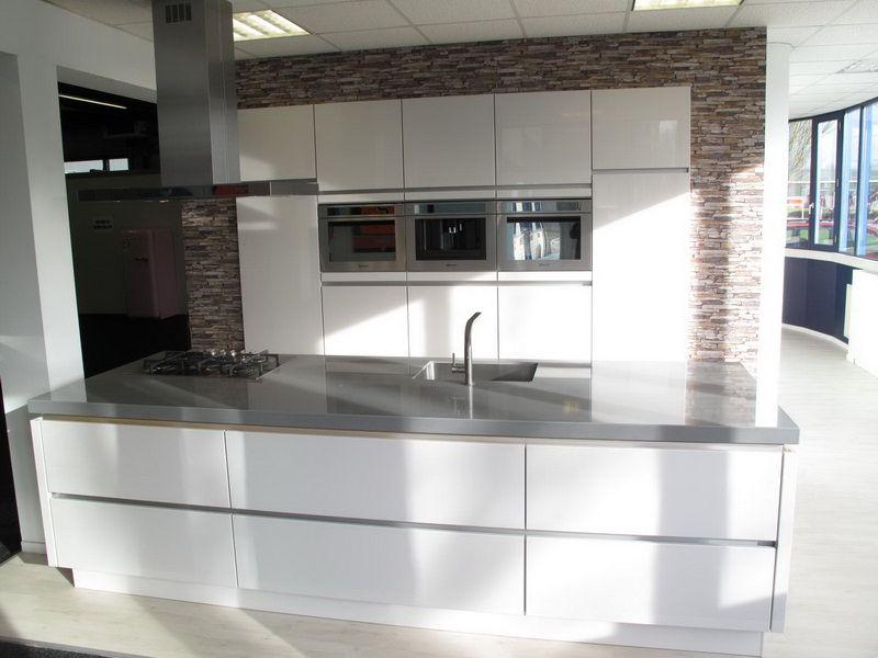 Grote Keuken Showroom : keukens voor zeer lage keuken prijzen Eiland keuken hoogglans gelakt