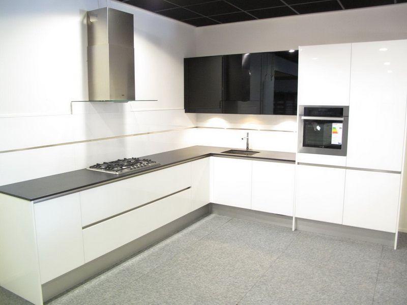 ... keukens voor zeer lage keuken prijzen : Greeploos Wit gelakt [38897