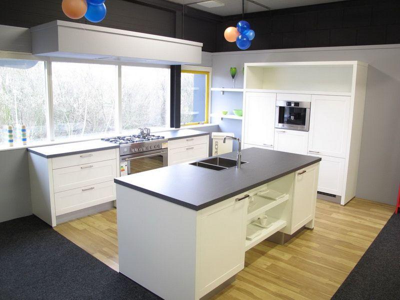 Eiland Keukens Prijzen : Showroomkeukens Alle Showroomkeuken aanbiedingen uit